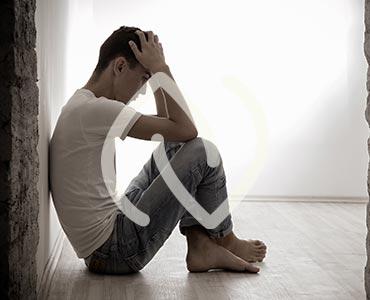Jeune homme souffrant d'angoisses